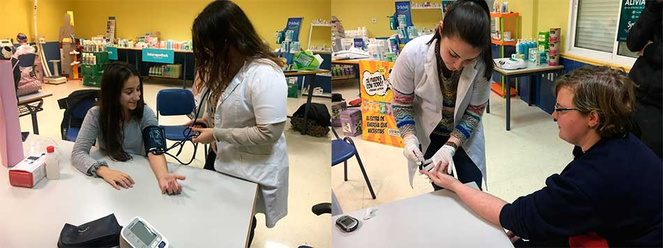 Seguimos aprendiendo en el laboratorio con los alumnos de Farmacia